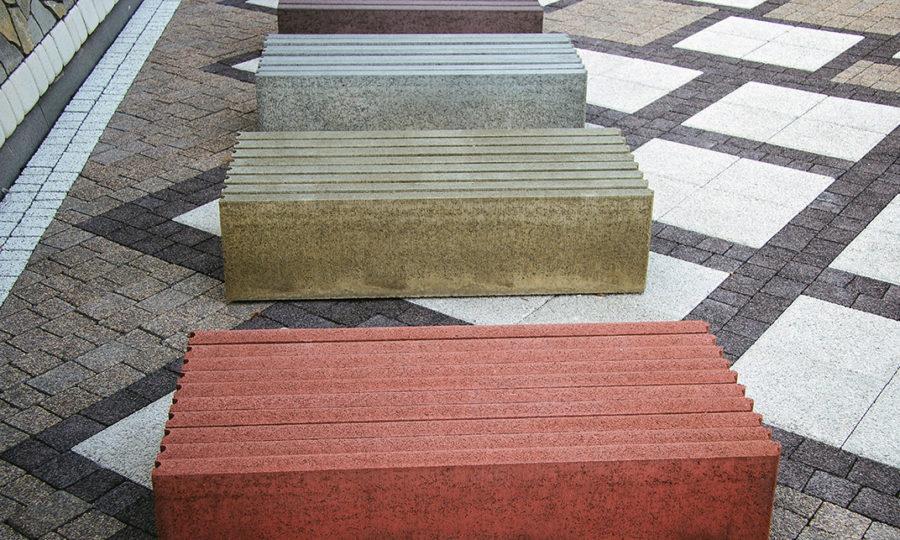 Поребрики різних кольорів та конфігурацій